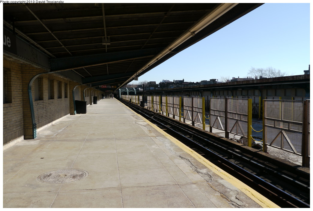 (204k, 1044x703)<br><b>Country:</b> United States<br><b>City:</b> New York<br><b>System:</b> New York City Transit<br><b>Line:</b> IND Crosstown Line<br><b>Location:</b> 4th Avenue<br><b>Photo by:</b> David Tropiansky<br><b>Date:</b> 1/23/2010<br><b>Viewed (this week/total):</b> 0 / 1341