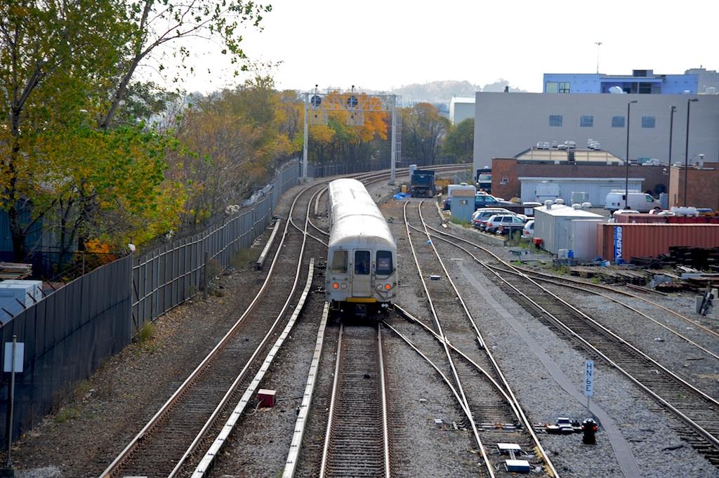 (342k, 1024x681)<br><b>Country:</b> United States<br><b>City:</b> New York<br><b>System:</b> New York City Transit<br><b>Line:</b> SIRT<br><b>Location:</b> Tompkinsville<br><b>Car:</b> R-44 SIRT (St. Louis, 1971-1973)  <br><b>Photo by:</b> Richard Panse<br><b>Date:</b> 10/30/2009<br><b>Viewed (this week/total):</b> 0 / 2335