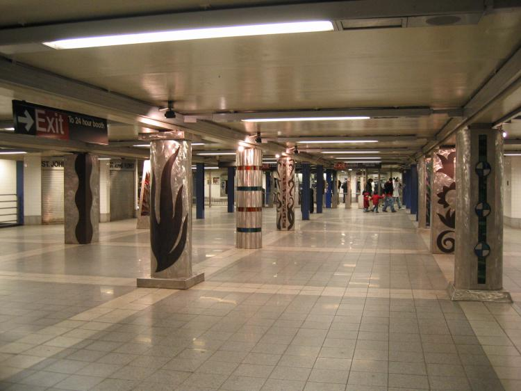 (61k, 750x562)<br><b>Country:</b> United States<br><b>City:</b> New York<br><b>System:</b> New York City Transit<br><b>Line:</b> IND Queens Boulevard Line<br><b>Location:</b> Woodhaven Boulevard/Queens Mall<br><b>Photo by:</b> Robbie Rosenfeld<br><b>Date:</b> 3/14/2005<br><b>Artwork:</b> <i>In Memory of the Lost Battalion</i>, Pablo Tauler, 1996<br><b>Viewed (this week/total):</b> 0 / 5440