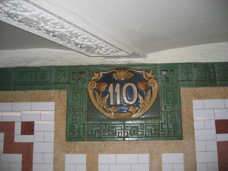 (61k, 750x562)<br><b>Country:</b> United States<br><b>City:</b> New York<br><b>System:</b> New York City Transit<br><b>Line:</b> IRT West Side Line<br><b>Location:</b> 110th Street<br><b>Photo by:</b> Robbie Rosenfeld<br><b>Date:</b> 1/19/2005<br><b>Viewed (this week/total):</b> 2 / 3398