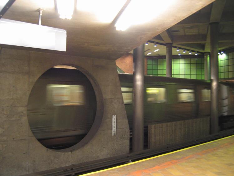 (45k, 750x562)<br><b>Country:</b> United States<br><b>City:</b> New York<br><b>System:</b> New York City Transit<br><b>Line:</b> IND 63rd Street Line<br><b>Location:</b> 21st Street/Queensbridge<br><b>Photo by:</b> Robbie Rosenfeld<br><b>Date:</b> 3/21/2005<br><b>Viewed (this week/total):</b> 3 / 4629