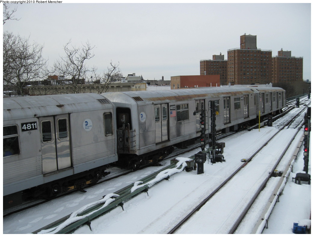 (197k, 1044x788)<br><b>Country:</b> United States<br><b>City:</b> New York<br><b>System:</b> New York City Transit<br><b>Line:</b> BMT Nassau Street-Jamaica Line<br><b>Location:</b> Broadway/East New York (Broadway Junction)<br><b>Route:</b> J<br><b>Car:</b> R-42 (St. Louis, 1969-1970) 4832 <br><b>Photo by:</b> Robert Mencher<br><b>Date:</b> 2/13/2010<br><b>Viewed (this week/total):</b> 0 / 1311