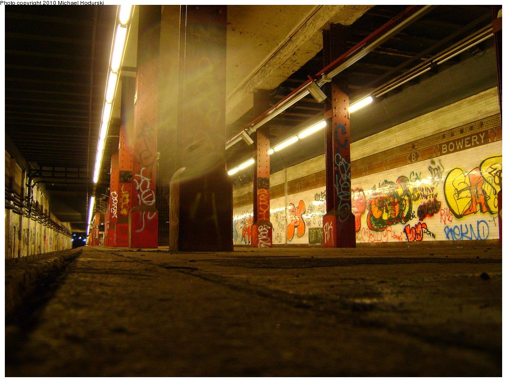 (235k, 1044x788)<br><b>Country:</b> United States<br><b>City:</b> New York<br><b>System:</b> New York City Transit<br><b>Line:</b> BMT Nassau Street-Jamaica Line<br><b>Location:</b> Bowery<br><b>Photo by:</b> Michael Hodurski<br><b>Date:</b> 2/23/2010<br><b>Notes:</b> Disused portion of Bowery station.<br><b>Viewed (this week/total):</b> 2 / 2724