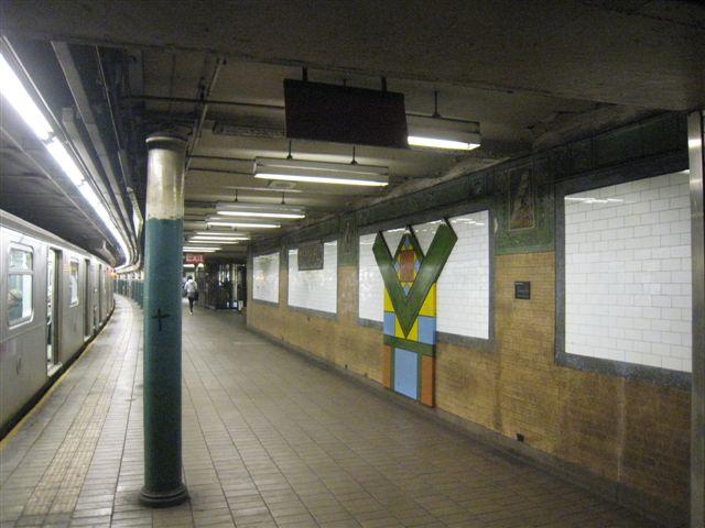 (54k, 640x480)<br><b>Country:</b> United States<br><b>City:</b> New York<br><b>System:</b> New York City Transit<br><b>Line:</b> IRT East Side Line<br><b>Location:</b> Astor Place<br><b>Photo by:</b> David Blair<br><b>Date:</b> 3/25/2009<br><b>Notes:</b> Uptown side.<br><b>Viewed (this week/total):</b> 0 / 1006