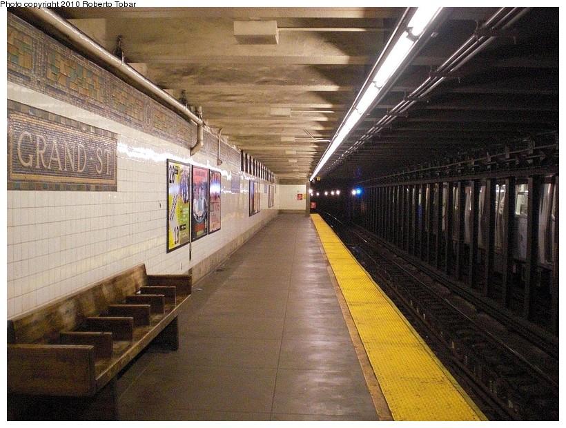 (219k, 820x620)<br><b>Country:</b> United States<br><b>City:</b> New York<br><b>System:</b> New York City Transit<br><b>Line:</b> BMT Canarsie Line<br><b>Location:</b> Grand Street<br><b>Photo by:</b> Roberto C. Tobar<br><b>Date:</b> 3/27/2010<br><b>Notes:</b> Platform view.<br><b>Viewed (this week/total):</b> 2 / 1598
