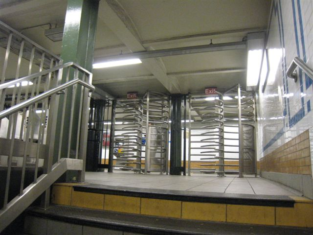 (60k, 640x480)<br><b>Country:</b> United States<br><b>City:</b> New York<br><b>System:</b> New York City Transit<br><b>Line:</b> IRT West Side Line<br><b>Location:</b> 116th Street/Columbia University<br><b>Photo by:</b> David Blair<br><b>Date:</b> 4/1/2008<br><b>Viewed (this week/total):</b> 3 / 1827