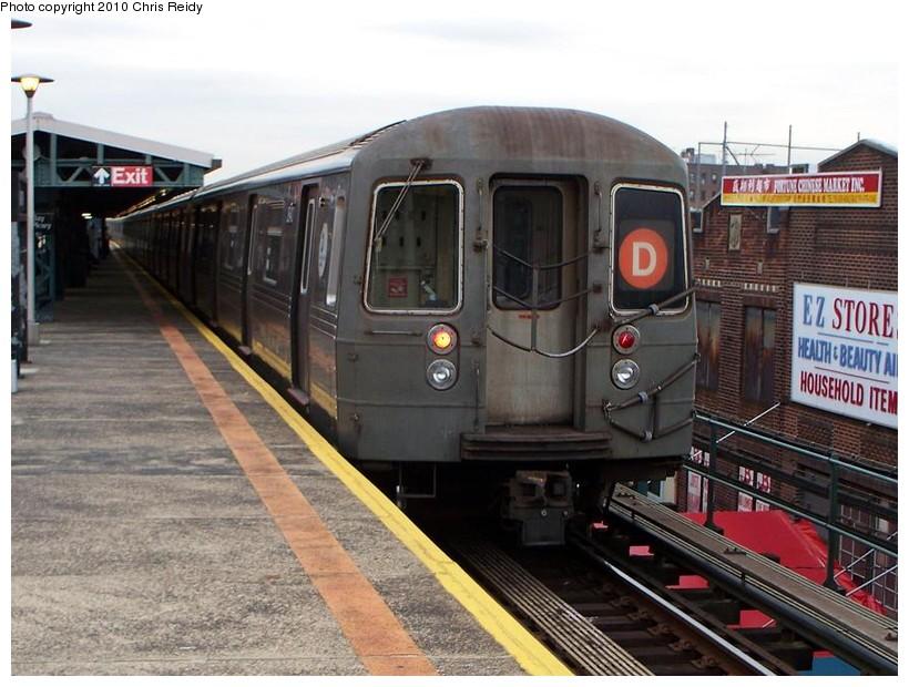 (151k, 820x620)<br><b>Country:</b> United States<br><b>City:</b> New York<br><b>System:</b> New York City Transit<br><b>Line:</b> BMT West End Line<br><b>Location:</b> Bay Parkway<br><b>Route:</b> D<br><b>Car:</b> R-68 (Westinghouse-Amrail, 1986-1988) 2620 <br><b>Photo by:</b> Chris Reidy<br><b>Date:</b> 10/12/2009<br><b>Viewed (this week/total):</b> 0 / 1323