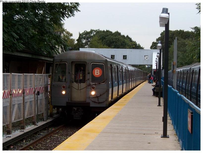 (155k, 820x619)<br><b>Country:</b> United States<br><b>City:</b> New York<br><b>System:</b> New York City Transit<br><b>Line:</b> BMT Brighton Line<br><b>Location:</b> Avenue J<br><b>Route:</b> B<br><b>Car:</b> R-68A (Kawasaki, 1988-1989) 5092 <br><b>Photo by:</b> Chris Reidy<br><b>Date:</b> 10/12/2009<br><b>Viewed (this week/total):</b> 0 / 1430