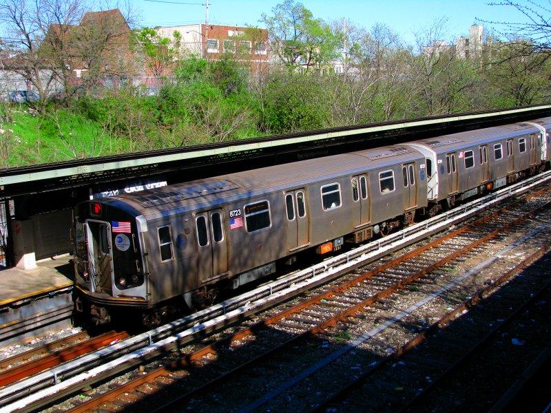 (177k, 800x600)<br><b>Country:</b> United States<br><b>City:</b> New York<br><b>System:</b> New York City Transit<br><b>Line:</b> BMT Sea Beach Line<br><b>Location:</b> Fort Hamilton Parkway<br><b>Route:</b> N<br><b>Car:</b> R-160B (Kawasaki, 2005-2008) 8723 <br><b>Photo by:</b> Bill E.<br><b>Date:</b> 4/10/2010<br><b>Viewed (this week/total):</b> 0 / 1535
