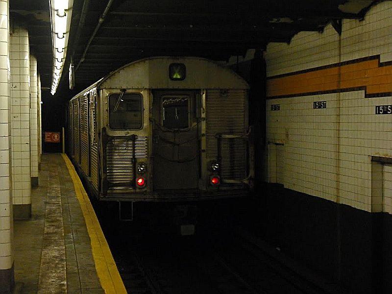 (80k, 800x600)<br><b>Country:</b> United States<br><b>City:</b> New York<br><b>System:</b> New York City Transit<br><b>Line:</b> IND Crosstown Line<br><b>Location:</b> 15th Street/Prospect Park<br><b>Car:</b> R-32 (Budd, 1964)  <br><b>Photo by:</b> Alize Jarrett<br><b>Date:</b> 10/12/2009<br><b>Viewed (this week/total):</b> 0 / 1925