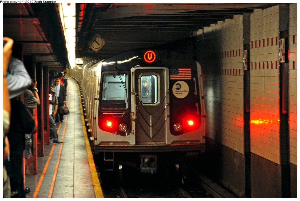 (255k, 1044x700)<br><b>Country:</b> United States<br><b>City:</b> New York<br><b>System:</b> New York City Transit<br><b>Line:</b> IND 6th Avenue Line<br><b>Location:</b> 34th Street/Herald Square<br><b>Route:</b> V<br><b>Car:</b> R-160A (Option 1) (Alstom, 2008-2009, 5 car sets) 9497 <br><b>Photo by:</b> Zach Summer<br><b>Date:</b> 6/25/2010<br><b>Notes:</b> Last day of V service.<br><b>Viewed (this week/total):</b> 0 / 2535