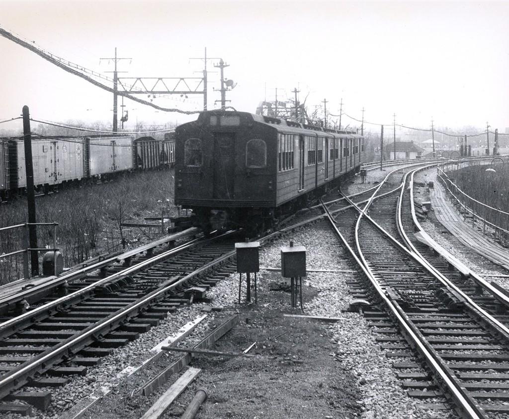 (281k, 1024x842)<br><b>Country:</b> United States<br><b>City:</b> New York<br><b>System:</b> New York City Transit<br><b>Line:</b> BMT Myrtle Avenue Line<br><b>Location:</b> Metropolitan Avenue<br><b>Car:</b> BMT Multisection  <br><b>Collection of:</b> George Conrad Collection<br><b>Viewed (this week/total):</b> 1 / 2488