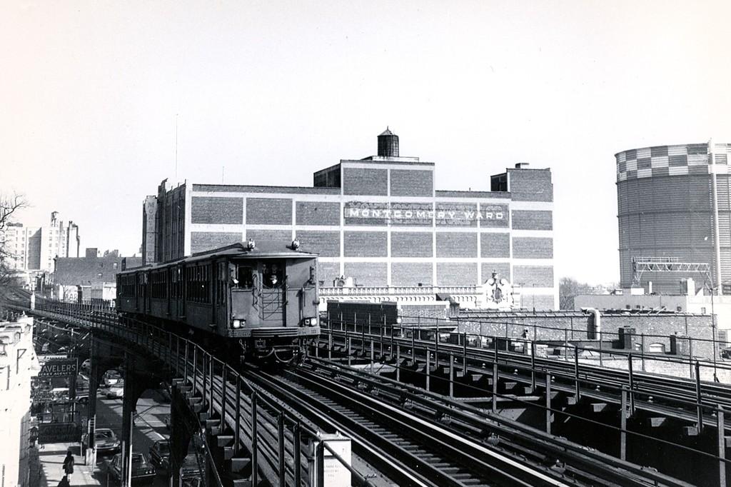 (195k, 1024x682)<br><b>Country:</b> United States<br><b>City:</b> New York<br><b>System:</b> New York City Transit<br><b>Line:</b> BMT Nassau Street-Jamaica Line<br><b>Location:</b> Sutphin Boulevard (Demolished)<br><b>Route:</b> Fan Trip<br><b>Car:</b> BMT Q  <br><b>Collection of:</b> George Conrad Collection<br><b>Date:</b> 2/22/1968<br><b>Viewed (this week/total):</b> 3 / 2895
