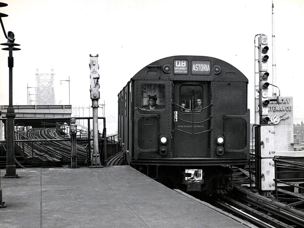 (187k, 1024x768)<br><b>Country:</b> United States<br><b>City:</b> New York<br><b>System:</b> New York City Transit<br><b>Line:</b> BMT Astoria Line<br><b>Location:</b> Queensborough Plaza<br><b>Route:</b> QB<br><b>Car:</b> R-27/R-30 Series (Number Unknown)  <br><b>Collection of:</b> George Conrad Collection<br><b>Viewed (this week/total):</b> 4 / 3220