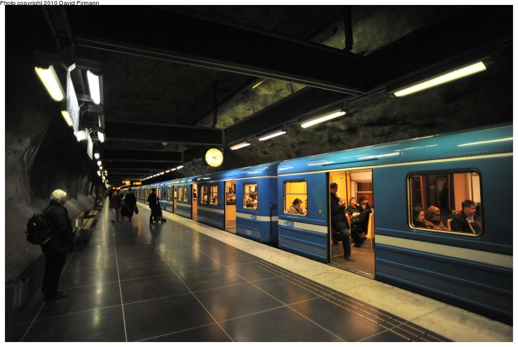 (224k, 1044x701)<br><b>Country:</b> Sweden<br><b>City:</b> Stockholm<br><b>System:</b> Storstockholms Lokaltrafik<br><b>Line:</b> Tunnelbana Blue Line<br><b>Location:</b> Stadshagen<br><b>Car:</b>  1357 <br><b>Photo by:</b> David Pirmann<br><b>Date:</b> 10/14/2010<br><b>Viewed (this week/total):</b> 1 / 533