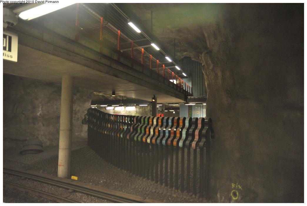 (207k, 1044x701)<br><b>Country:</b> Sweden<br><b>City:</b> Stockholm<br><b>System:</b> Storstockholms Lokaltrafik<br><b>Line:</b> Tunnelbana Blue Line<br><b>Location:</b> Västra skogen<br><b>Photo by:</b> David Pirmann<br><b>Date:</b> 10/14/2010<br><b>Viewed (this week/total):</b> 1 / 508