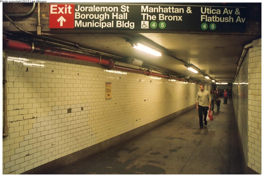 (178k, 1044x703)<br><b>Country:</b> United States<br><b>City:</b> New York<br><b>System:</b> New York City Transit<br><b>Line:</b> IRT Brooklyn Line<br><b>Location:</b> Borough Hall (West Side Branch)<br><b>Photo by:</b> Lee Winson<br><b>Date:</b> 10/7/2008<br><b>Viewed (this week/total):</b> 0 / 1738