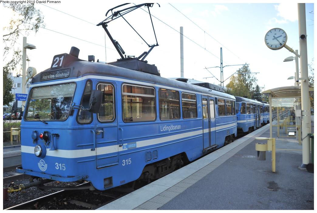 (268k, 1044x701)<br><b>Country:</b> Sweden<br><b>City:</b> Stockholm<br><b>System:</b> Storstockholms Lokaltrafik<br><b>Line:</b> Lidingöbanan<br><b>Location:</b> Gåshaga brygga<br><b>Car:</b>  315 <br><b>Photo by:</b> David Pirmann<br><b>Date:</b> 10/14/2010<br><b>Viewed (this week/total):</b> 2 / 724