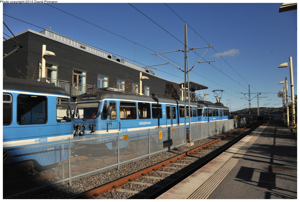 (282k, 1044x701)<br><b>Country:</b> Sweden<br><b>City:</b> Stockholm<br><b>System:</b> Storstockholms Lokaltrafik<br><b>Line:</b> Lidingöbanan<br><b>Location:</b> Gåshaga brygga<br><b>Car:</b>  610 <br><b>Photo by:</b> David Pirmann<br><b>Date:</b> 10/14/2010<br><b>Viewed (this week/total):</b> 1 / 855