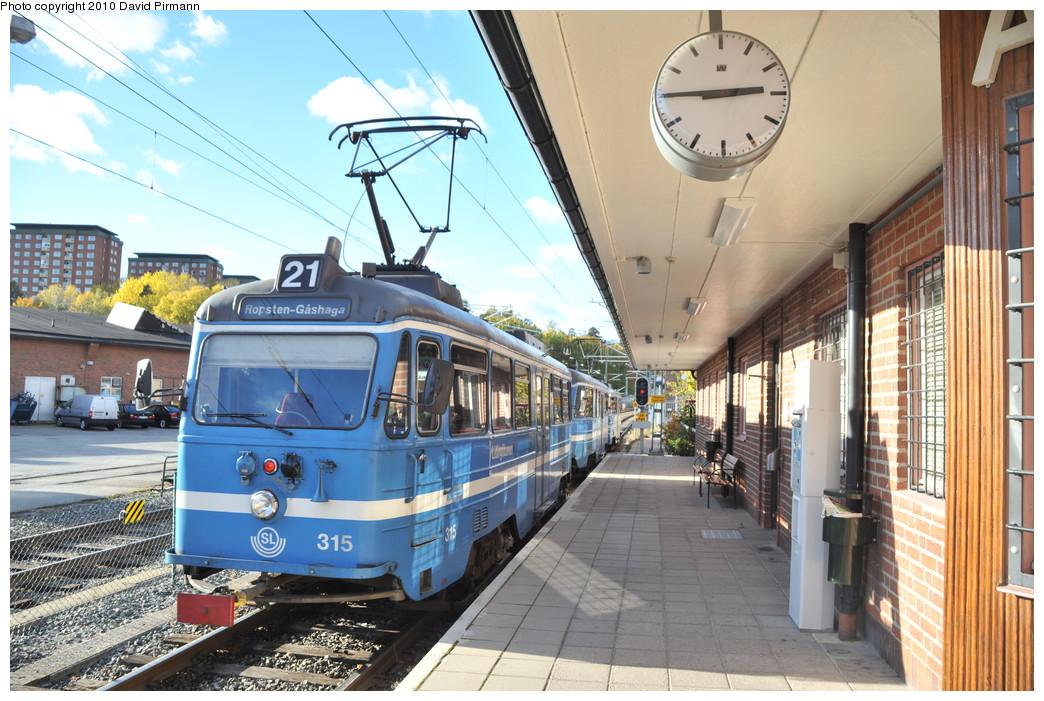 (298k, 1044x701)<br><b>Country:</b> Sweden<br><b>City:</b> Stockholm<br><b>System:</b> Storstockholms Lokaltrafik<br><b>Line:</b> Lidingöbanan<br><b>Location:</b> AGA<br><b>Car:</b>  315 <br><b>Photo by:</b> David Pirmann<br><b>Date:</b> 10/14/2010<br><b>Viewed (this week/total):</b> 1 / 802