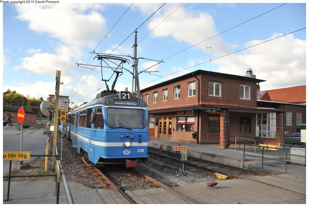(272k, 1044x701)<br><b>Country:</b> Sweden<br><b>City:</b> Stockholm<br><b>System:</b> Storstockholms Lokaltrafik<br><b>Line:</b> Lidingöbanan<br><b>Location:</b> AGA<br><b>Car:</b>  319 <br><b>Photo by:</b> David Pirmann<br><b>Date:</b> 10/14/2010<br><b>Viewed (this week/total):</b> 12 / 948