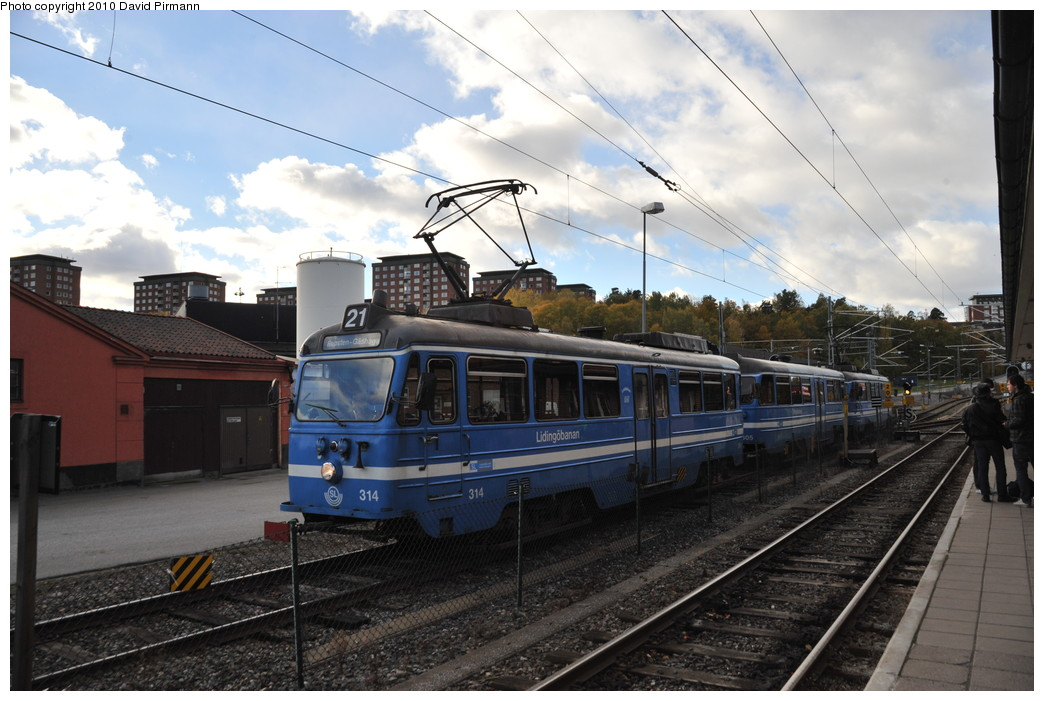 (254k, 1044x701)<br><b>Country:</b> Sweden<br><b>City:</b> Stockholm<br><b>System:</b> Storstockholms Lokaltrafik<br><b>Line:</b> Lidingöbanan<br><b>Location:</b> AGA<br><b>Car:</b>  314 <br><b>Photo by:</b> David Pirmann<br><b>Date:</b> 10/14/2010<br><b>Viewed (this week/total):</b> 3 / 825