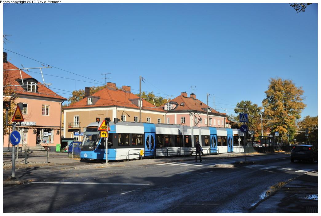 (258k, 1044x701)<br><b>Country:</b> Sweden<br><b>City:</b> Stockholm<br><b>System:</b> Storstockholms Lokaltrafik<br><b>Line:</b> Nockebybanan<br><b>Location:</b> Alléparken<br><b>Car:</b> Flexity Swift SL Class A32 (Adtranz/Bombardier, 1999-2009) 425 <br><b>Photo by:</b> David Pirmann<br><b>Date:</b> 10/14/2010<br><b>Notes:</b> Outbound tram in the crossover.<br><b>Viewed (this week/total):</b> 0 / 936