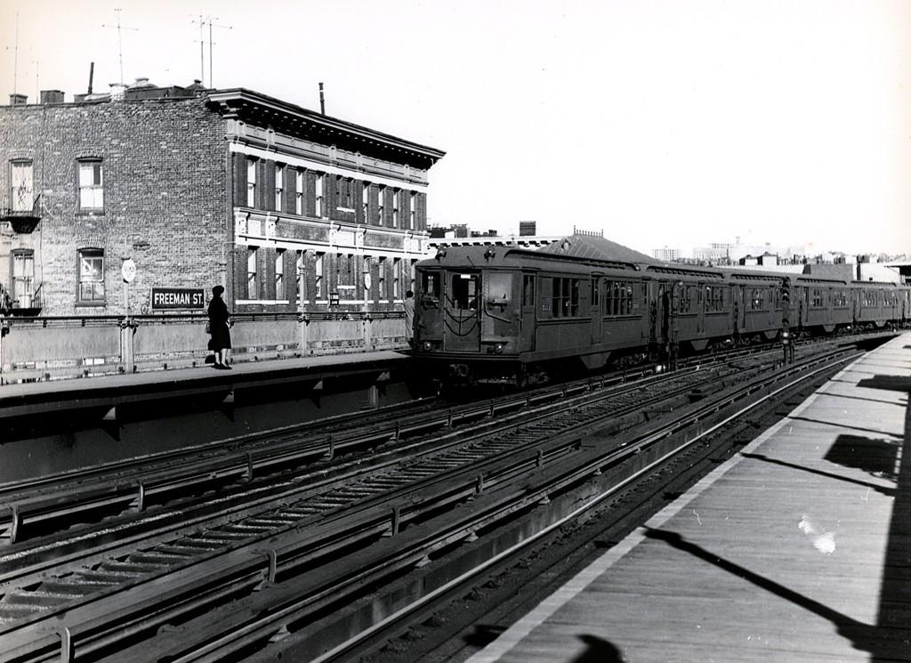 (212k, 1024x745)<br><b>Country:</b> United States<br><b>City:</b> New York<br><b>System:</b> New York City Transit<br><b>Line:</b> IRT White Plains Road Line<br><b>Location:</b> Freeman Street<br><b>Car:</b> Low-V  <br><b>Collection of:</b> George Conrad Collection<br><b>Date:</b> 11/14/1962<br><b>Viewed (this week/total):</b> 0 / 3172