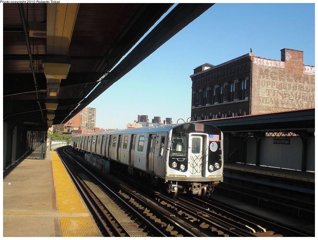 (261k, 1044x788)<br><b>Country:</b> United States<br><b>City:</b> New York<br><b>System:</b> New York City Transit<br><b>Line:</b> BMT Nassau Street-Jamaica Line<br><b>Location:</b> Hewes Street<br><b>Route:</b> J<br><b>Car:</b> R-160A-1 (Alstom, 2005-2008, 4 car sets)  <br><b>Photo by:</b> Roberto C. Tobar<br><b>Date:</b> 5/5/2010<br><b>Viewed (this week/total):</b> 0 / 1170