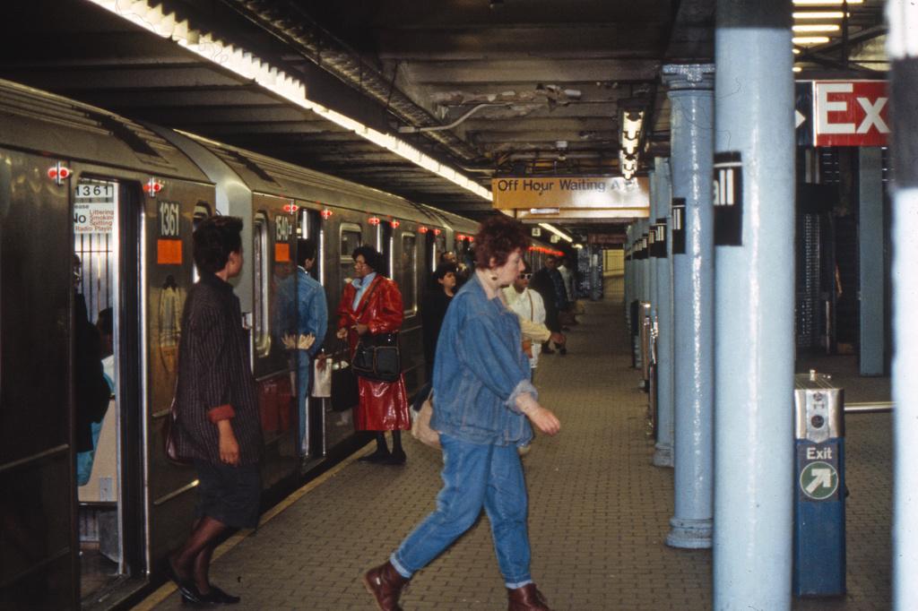 (359k, 1024x682)<br><b>Country:</b> United States<br><b>City:</b> New York<br><b>System:</b> New York City Transit<br><b>Line:</b> IRT East Side Line<br><b>Location:</b> Wall Street<br><b>Collection of:</b> Collection of nycsubway.org<br><b>Notes:</b> 1980s<br><b>Viewed (this week/total):</b> 5 / 3241