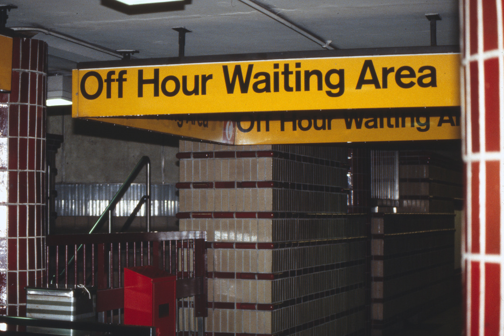 (333k, 1024x682)<br><b>Country:</b> United States<br><b>City:</b> New York<br><b>System:</b> New York City Transit<br><b>Line:</b> IRT Brooklyn Line<br><b>Location:</b> Hoyt Street<br><b>Collection of:</b> Collection of nycsubway.org<br><b>Notes:</b> 1980s<br><b>Viewed (this week/total):</b> 2 / 2288
