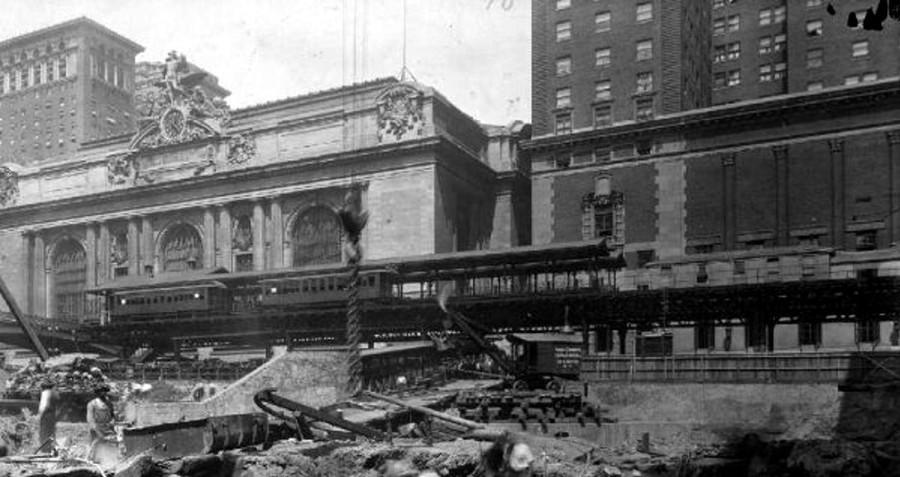 (107k, 900x477)<br><b>Country:</b> United States<br><b>City:</b> New York<br><b>System:</b> New York City Transit<br><b>Line:</b> 3rd Avenue El<br><b>Location:</b> Grand Central (Branch)<br><b>Collection of:</b> Charles A. Warren<br><b>Viewed (this week/total):</b> 0 / 1443