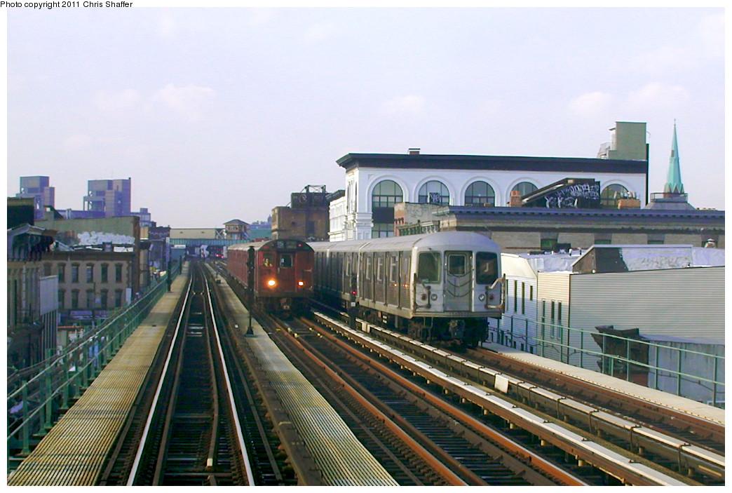 (248k, 1044x703)<br><b>Country:</b> United States<br><b>City:</b> New York<br><b>System:</b> New York City Transit<br><b>Line:</b> BMT Nassau Street-Jamaica Line<br><b>Location:</b> Kosciuszko Street<br><b>Route:</b> Fan Trip<br><b>Car:</b> R-33 World's Fair (St. Louis, 1963-64) 9338 <br><b>Photo by:</b> Chris C. Shaffer<br><b>Date:</b> 12/8/2002<br><b>Notes:</b> With R-42<br><b>Viewed (this week/total):</b> 6 / 1838