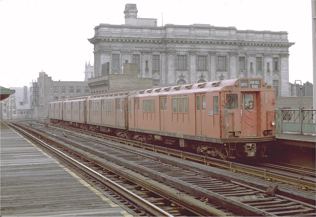 (228k, 1024x703)<br><b>Country:</b> United States<br><b>City:</b> New York<br><b>System:</b> New York City Transit<br><b>Line:</b> 3rd Avenue El<br><b>Location:</b> 161st Street<br><b>Car:</b> R-12 (American Car & Foundry, 1948) 5782 <br><b>Photo by:</b> Joe Testagrose<br><b>Date:</b> 9/21/1971<br><b>Viewed (this week/total):</b> 0 / 3855