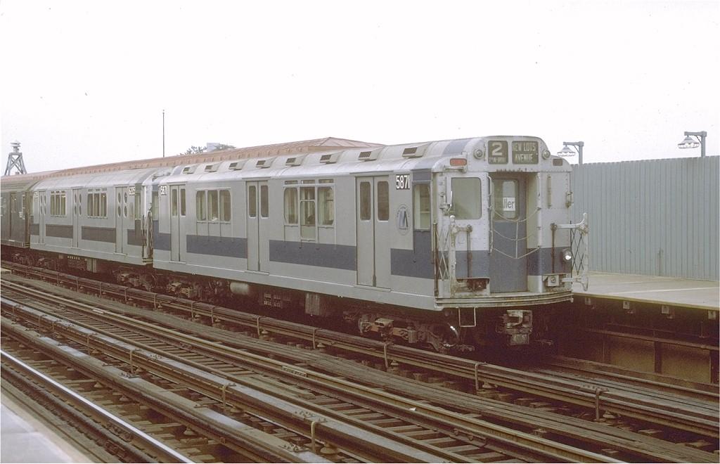 (164k, 1024x660)<br><b>Country:</b> United States<br><b>City:</b> New York<br><b>System:</b> New York City Transit<br><b>Line:</b> IRT White Plains Road Line<br><b>Location:</b> Allerton Avenue<br><b>Route:</b> 2<br><b>Car:</b> R-14 (American Car & Foundry, 1949) 5871 <br><b>Photo by:</b> Joe Testagrose<br><b>Date:</b> 9/20/1971<br><b>Viewed (this week/total):</b> 0 / 4425
