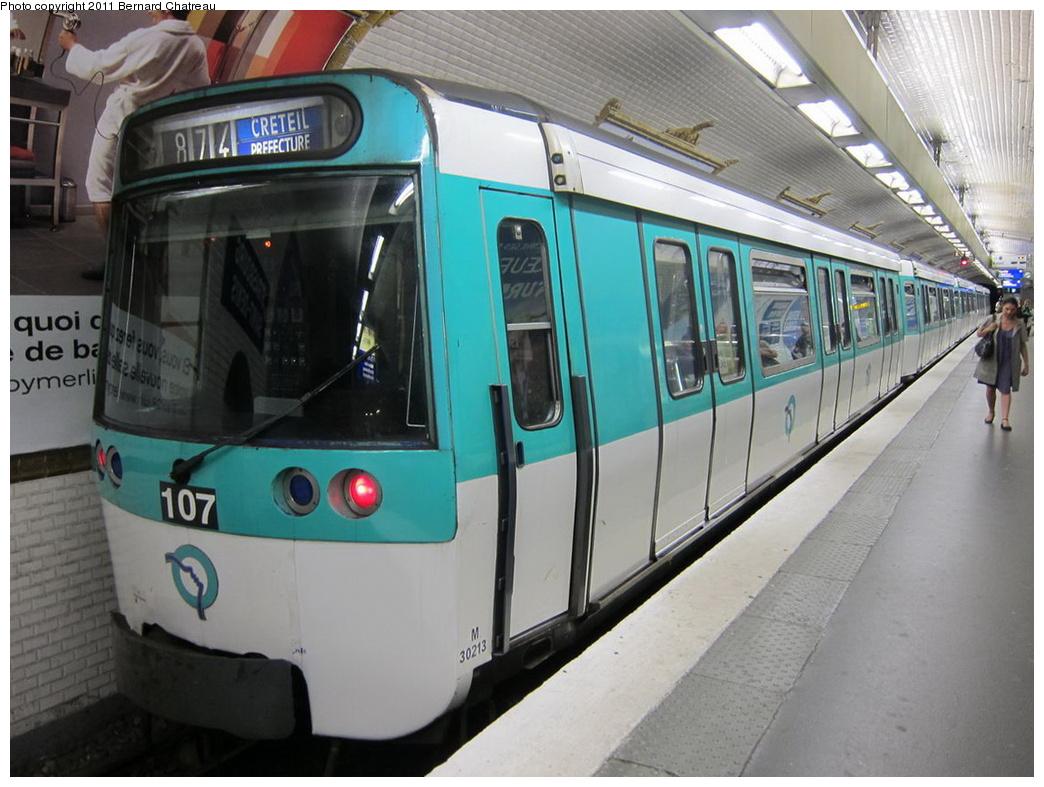 (292k, 1044x787)<br><b>Country:</b> France<br><b>City:</b> Paris<br><b>System:</b> RATP (Régie Autonome des Transports Parisiens)<br><b>Line:</b> Metro Ligne 8<br><b>Location:</b> Strasbourg-Saint-Denis<br><b>Car:</b> MF77 30213 <br><b>Photo by:</b> Bernard Chatreau<br><b>Date:</b> 6/11/2010<br><b>Viewed (this week/total):</b> 0 / 479