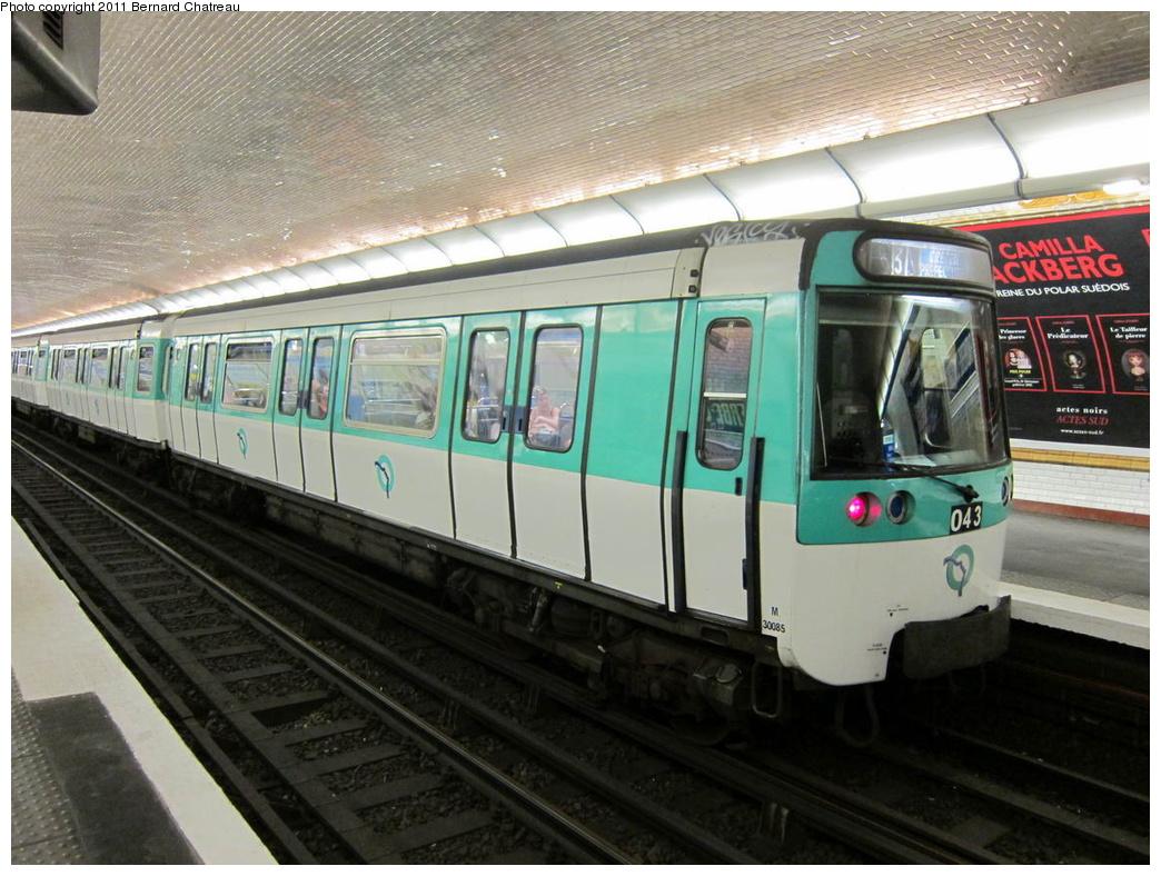 (320k, 1044x788)<br><b>Country:</b> France<br><b>City:</b> Paris<br><b>System:</b> RATP (Régie Autonome des Transports Parisiens)<br><b>Line:</b> Metro Ligne 8<br><b>Location:</b> Faidherbe-Chaligny<br><b>Car:</b> MF77 30085 <br><b>Photo by:</b> Bernard Chatreau<br><b>Date:</b> 6/11/2010<br><b>Viewed (this week/total):</b> 0 / 520