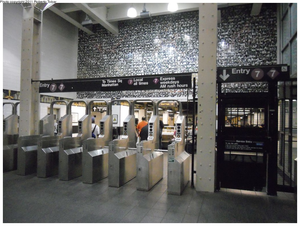 (350k, 1044x788)<br><b>Country:</b> United States<br><b>City:</b> New York<br><b>System:</b> New York City Transit<br><b>Line:</b> IRT Flushing Line<br><b>Location:</b> Main Street/Flushing<br><b>Photo by:</b> Roberto C. Tobar<br><b>Date:</b> 6/4/2011<br><b>Viewed (this week/total):</b> 0 / 2061