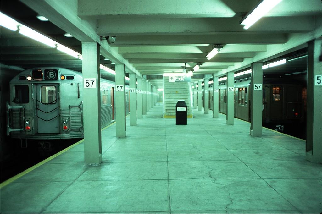 (181k, 1024x681)<br><b>Country:</b> United States<br><b>City:</b> New York<br><b>System:</b> New York City Transit<br><b>Line:</b> IND 6th Avenue Line<br><b>Location:</b> 57th Street<br><b>Route:</b> B<br><b>Car:</b> R-38 (St. Louis, 1966-1967) 3992 <br><b>Photo by:</b> Doug Grotjahn<br><b>Collection of:</b> Joe Testagrose<br><b>Date:</b> 6/5/1977<br><b>Viewed (this week/total):</b> 2 / 2523