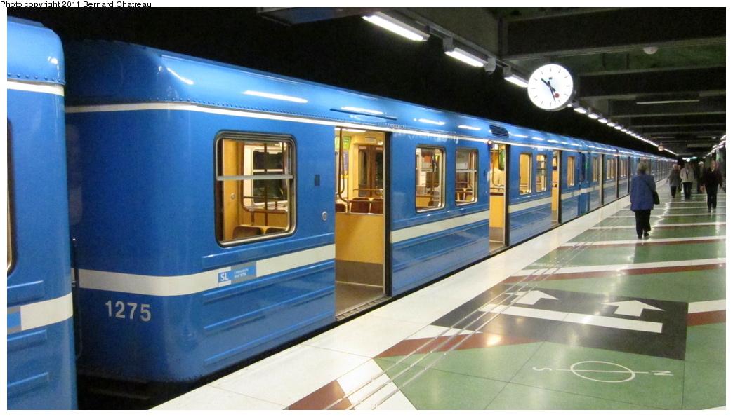(249k, 1044x595)<br><b>Country:</b> Sweden<br><b>City:</b> Stockholm<br><b>System:</b> Storstockholms Lokaltrafik<br><b>Line:</b> Tunnelbana Blue Line<br><b>Location:</b> Kungsträdgården<br><b>Car:</b>  1275 <br><b>Photo by:</b> Bernard Chatreau<br><b>Date:</b> 9/15/2010<br><b>Viewed (this week/total):</b> 2 / 426