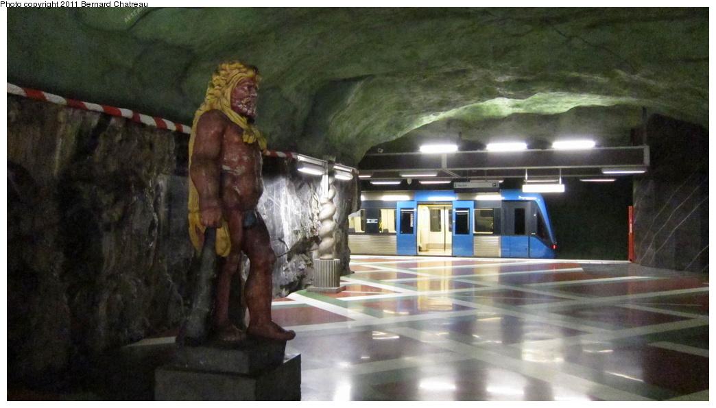 (238k, 1044x595)<br><b>Country:</b> Sweden<br><b>City:</b> Stockholm<br><b>System:</b> Storstockholms Lokaltrafik<br><b>Line:</b> Tunnelbana Blue Line<br><b>Location:</b> Kungsträdgården<br><b>Photo by:</b> Bernard Chatreau<br><b>Date:</b> 9/15/2010<br><b>Viewed (this week/total):</b> 2 / 368