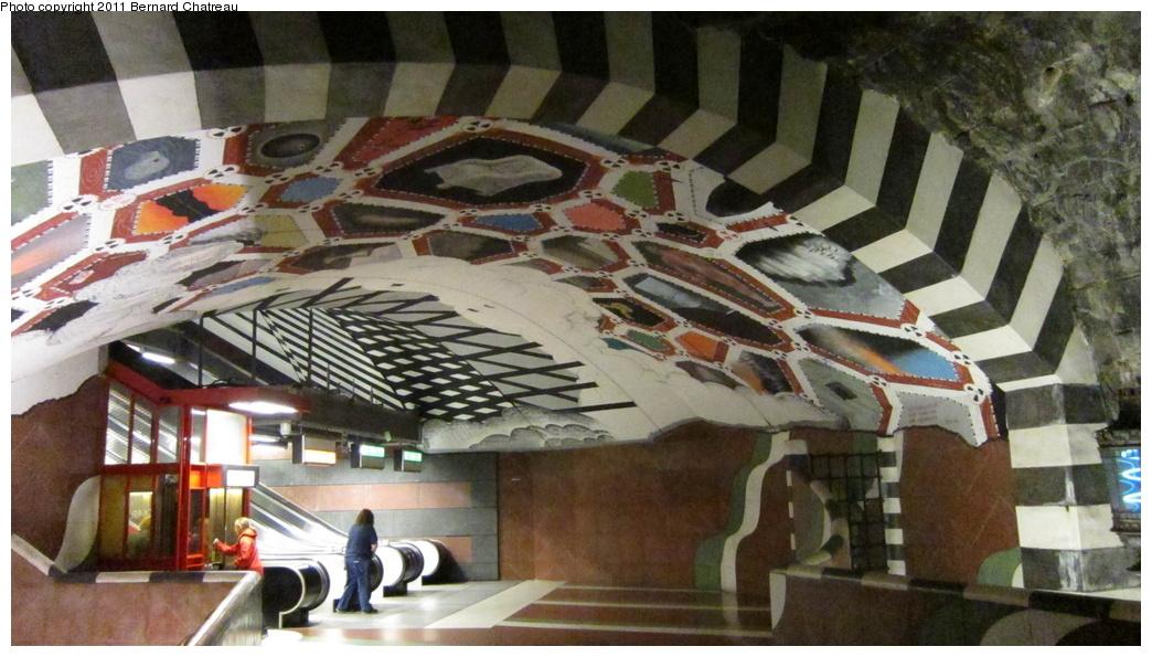(283k, 1044x595)<br><b>Country:</b> Sweden<br><b>City:</b> Stockholm<br><b>System:</b> Storstockholms Lokaltrafik<br><b>Line:</b> Tunnelbana Blue Line<br><b>Location:</b> Kungsträdgården<br><b>Photo by:</b> Bernard Chatreau<br><b>Date:</b> 9/15/2010<br><b>Viewed (this week/total):</b> 0 / 464
