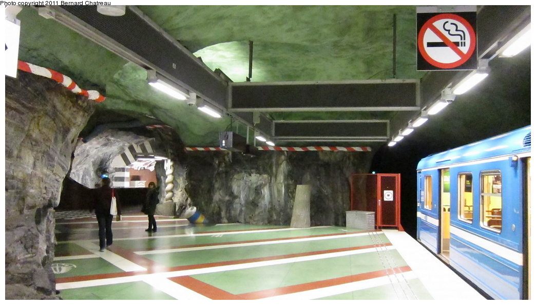 (258k, 1044x594)<br><b>Country:</b> Sweden<br><b>City:</b> Stockholm<br><b>System:</b> Storstockholms Lokaltrafik<br><b>Line:</b> Tunnelbana Blue Line<br><b>Location:</b> Kungsträdgården<br><b>Photo by:</b> Bernard Chatreau<br><b>Date:</b> 9/15/2010<br><b>Viewed (this week/total):</b> 0 / 400