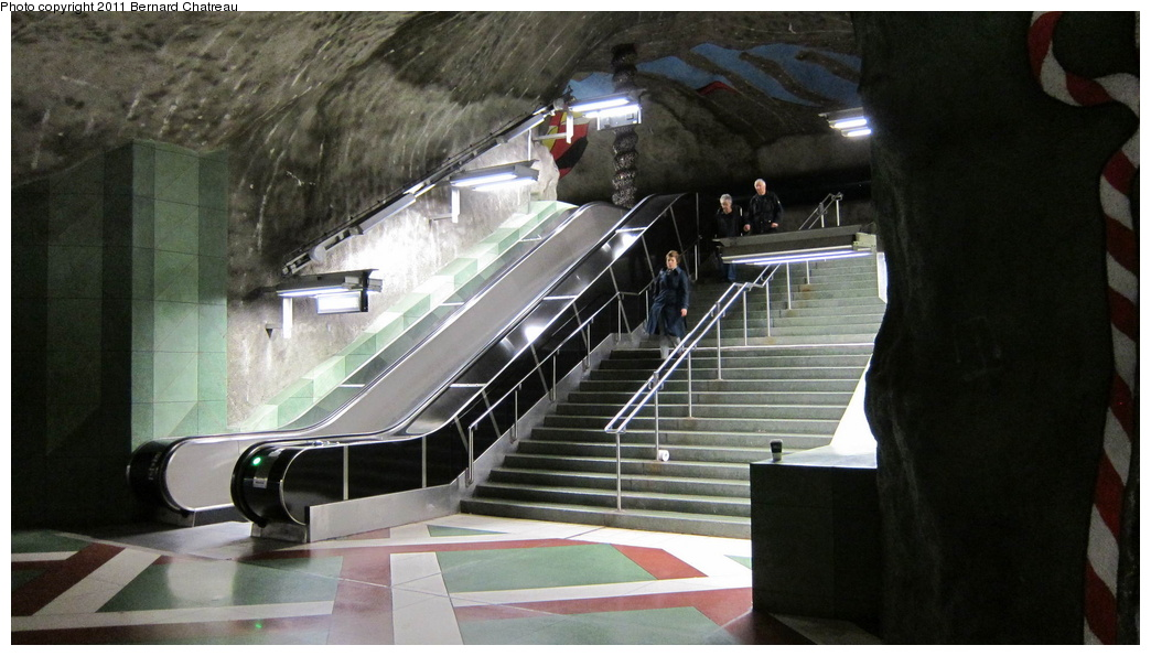 (246k, 1044x595)<br><b>Country:</b> Sweden<br><b>City:</b> Stockholm<br><b>System:</b> Storstockholms Lokaltrafik<br><b>Line:</b> Tunnelbana Blue Line<br><b>Location:</b> Kungsträdgården<br><b>Photo by:</b> Bernard Chatreau<br><b>Date:</b> 9/15/2010<br><b>Viewed (this week/total):</b> 0 / 421