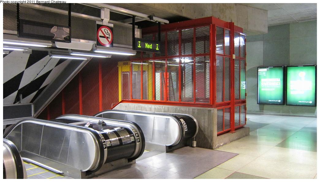(280k, 1044x594)<br><b>Country:</b> Sweden<br><b>City:</b> Stockholm<br><b>System:</b> Storstockholms Lokaltrafik<br><b>Line:</b> Tunnelbana Blue Line<br><b>Location:</b> Kungsträdgården<br><b>Photo by:</b> Bernard Chatreau<br><b>Date:</b> 9/15/2010<br><b>Viewed (this week/total):</b> 0 / 474
