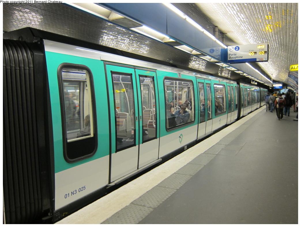 (317k, 1044x788)<br><b>Country:</b> France<br><b>City:</b> Paris<br><b>System:</b> RATP (Régie Autonome des Transports Parisiens)<br><b>Line:</b> Metro Ligne 2<br><b>Location:</b> Place de Clichy<br><b>Car:</b> MF01 3025 <br><b>Photo by:</b> Bernard Chatreau<br><b>Date:</b> 4/8/2010<br><b>Viewed (this week/total):</b> 1 / 427