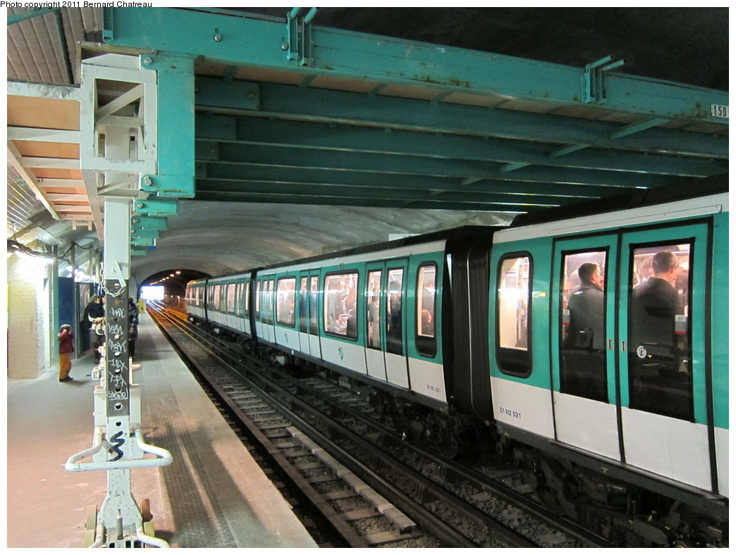 (329k, 1044x788)<br><b>Country:</b> France<br><b>City:</b> Paris<br><b>System:</b> RATP (Régie Autonome des Transports Parisiens)<br><b>Line:</b> Metro Ligne 2<br><b>Location:</b> Anvers<br><b>Car:</b> MF01 3021 <br><b>Photo by:</b> Bernard Chatreau<br><b>Date:</b> 4/8/2010<br><b>Viewed (this week/total):</b> 1 / 450