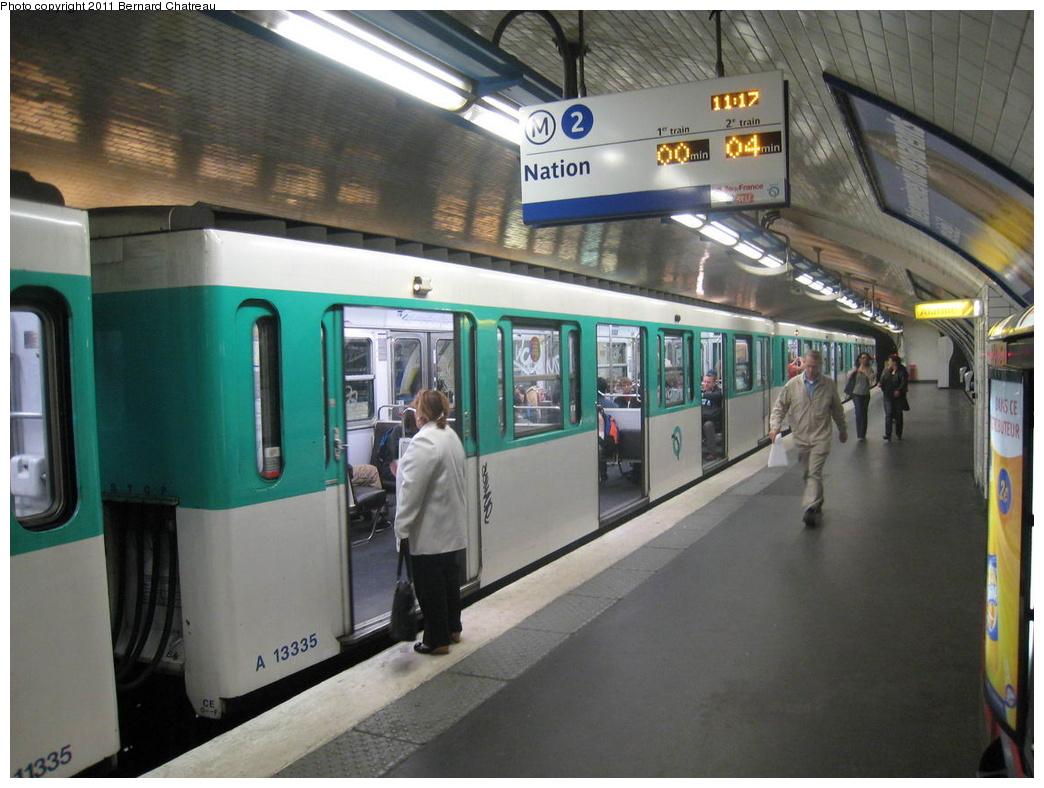 (295k, 1044x788)<br><b>Country:</b> France<br><b>City:</b> Paris<br><b>System:</b> RATP (Régie Autonome des Transports Parisiens)<br><b>Line:</b> Metro Ligne 2<br><b>Location:</b> Pigalle<br><b>Car:</b> MF67 13335 <br><b>Photo by:</b> Bernard Chatreau<br><b>Date:</b> 6/11/2009<br><b>Viewed (this week/total):</b> 0 / 549