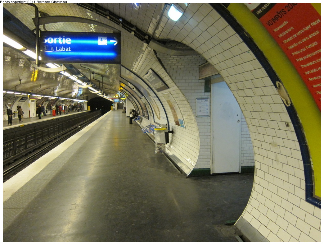 (339k, 1044x788)<br><b>Country:</b> France<br><b>City:</b> Paris<br><b>System:</b> RATP (Régie Autonome des Transports Parisiens)<br><b>Line:</b> Metro Ligne 4<br><b>Location:</b> Marcadet-Poissonniers<br><b>Photo by:</b> Bernard Chatreau<br><b>Date:</b> 4/8/2010<br><b>Viewed (this week/total):</b> 1 / 527