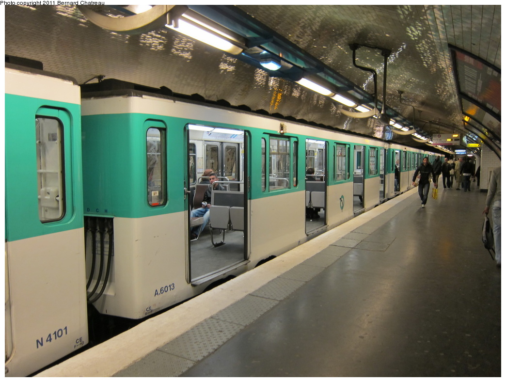 (287k, 1044x788)<br><b>Country:</b> France<br><b>City:</b> Paris<br><b>System:</b> RATP (Régie Autonome des Transports Parisiens)<br><b>Line:</b> Metro Ligne 4<br><b>Location:</b> Marcadet-Poissonniers<br><b>Car:</b> MP59 6013 <br><b>Photo by:</b> Bernard Chatreau<br><b>Date:</b> 4/8/2010<br><b>Viewed (this week/total):</b> 1 / 385